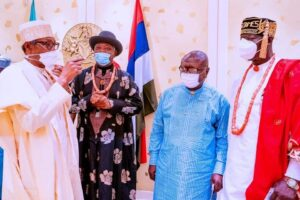 Buhari (left), Diete-Spiff and other ijaw leaders
